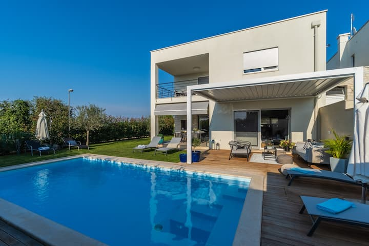 Villa Ortensia with private heated pool