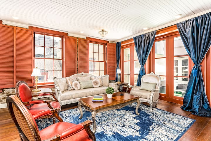 Luxurious 2BR Penthouse in the heart of NOLA  #402