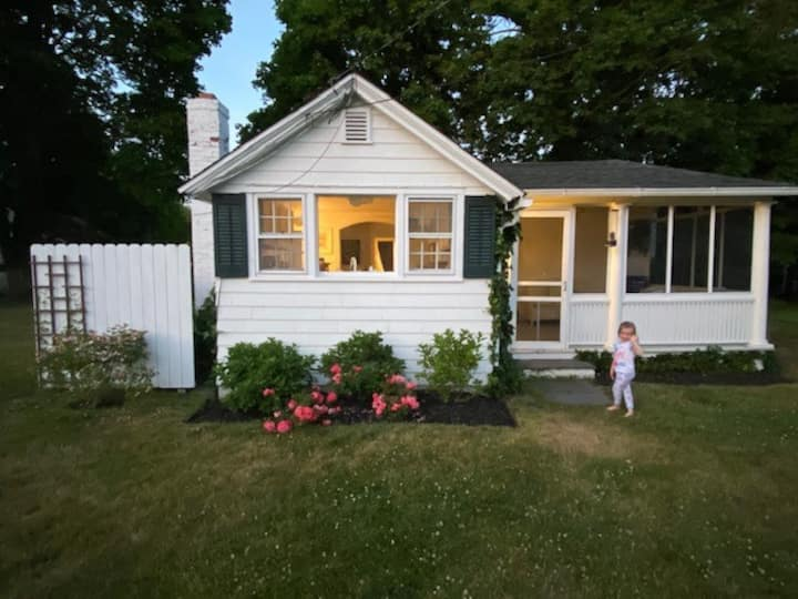 Cozy Cottage in the Heart of Bellport Village