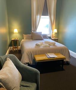 Grand Hotel Millicent - room 12
