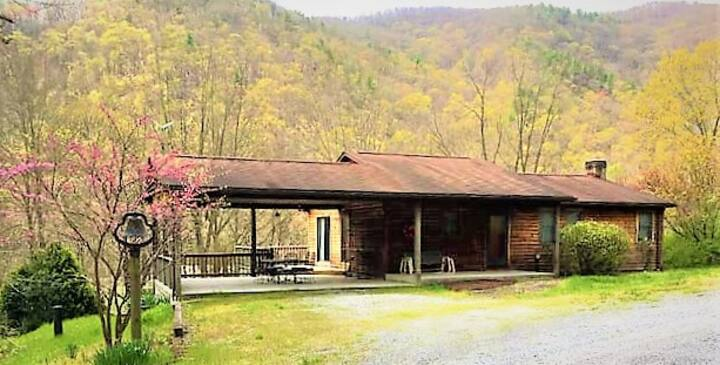 View of Seneca Rocks~  3 BR, 2 Bath Cabin w/Wi-Fi