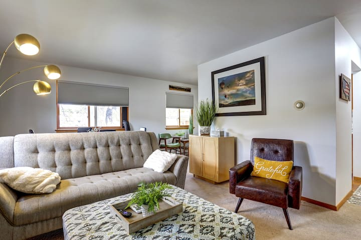Stylish apartment close to the heart of Downtown!!