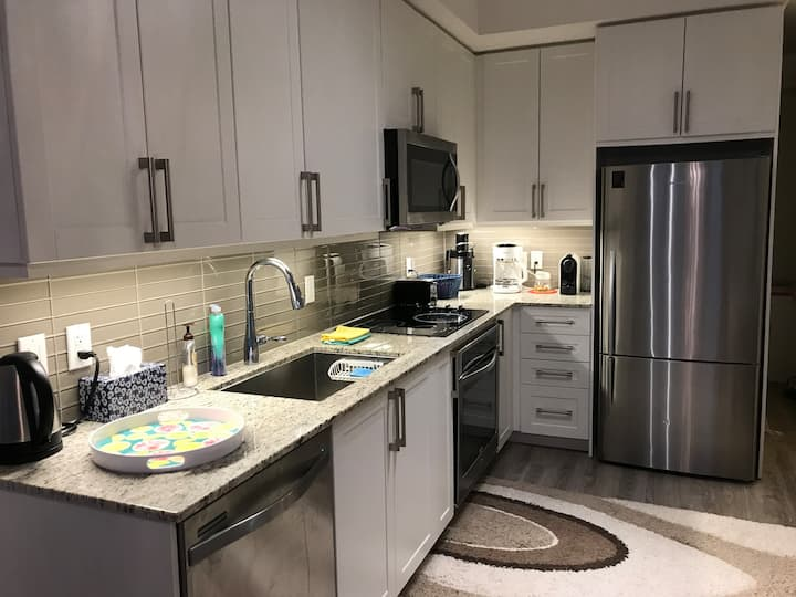 New, clean, fully-furnished one bedroom+den Condo