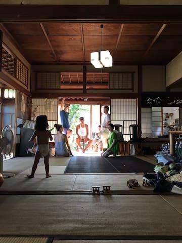 腰越駅より徒歩4分、最高の休日を過ごせる築100年の古民家【FOLK Koshigoe】