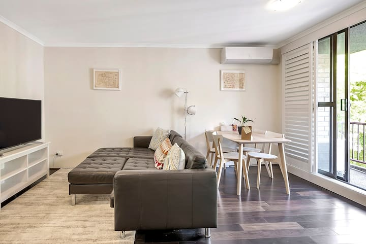 Family Apt ☆Hip Surry Hills ☆Free Parking and WiFi