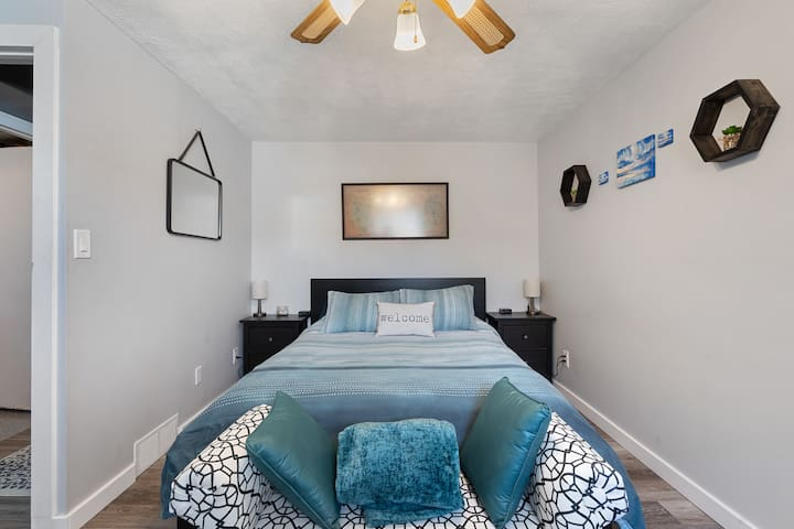 Your queen bed with two bed side tables. Electric heated blankets and an extra throw to keep you warm and cosy at night!