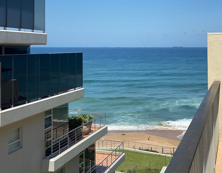 Direct beach and promenade access - Umhlanga Rocks