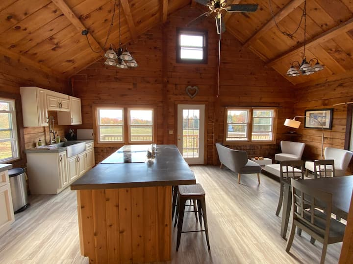 Big Jay's Lodge: Entire Cabin