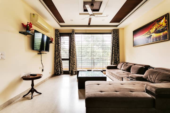 GREATER KAILASH 1♥3BHK♦1800SQ FT-ENTIRE FLOOR PARK