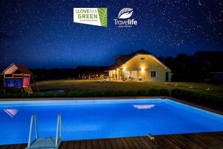 RESIDENCE ANA app MIA  pool, garden, sauna