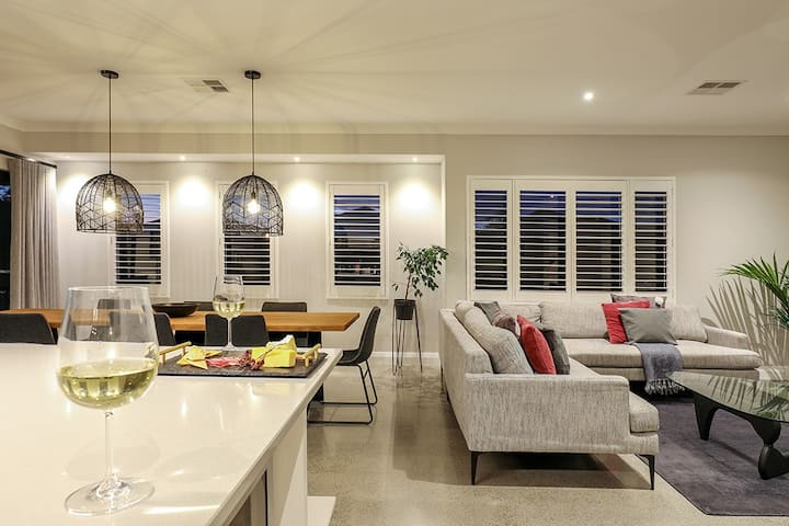 Kawana Retreat - modern Dunsborough holiday haven.