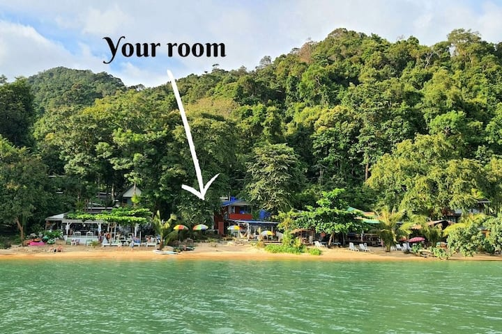 Sai Noi Beach Bungalows. Beach Side