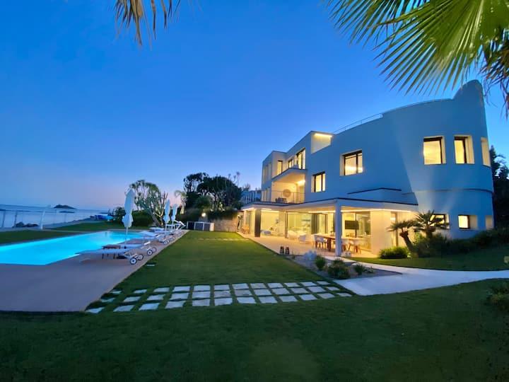 Fenandgi: Luxury Hospitality at it's finest !