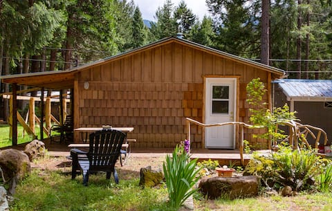 Evergreen Cottage ~ Private Guesthouse