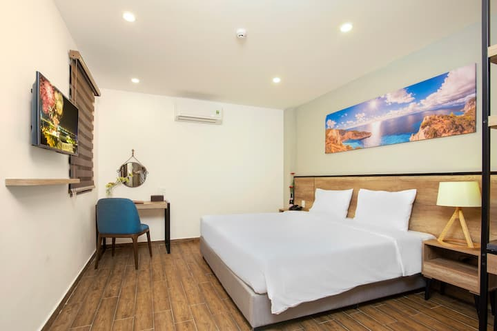 R3 double room@golden lotus central 1 min to beach