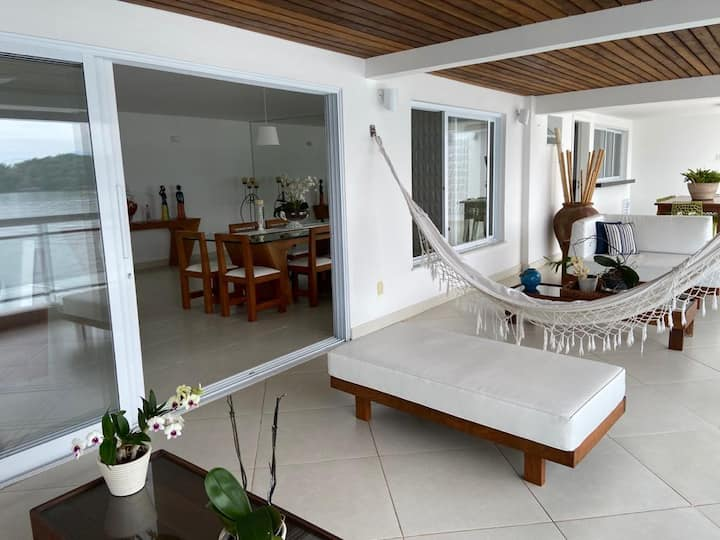 Linda casa com magnifica vista para ilha da Gipoía