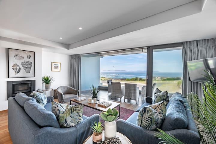 17 Marine/Luxury Sea-Facing Apartment - SANITISED