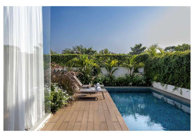 Designer's villa-Heated pool, power back-up & WIFI