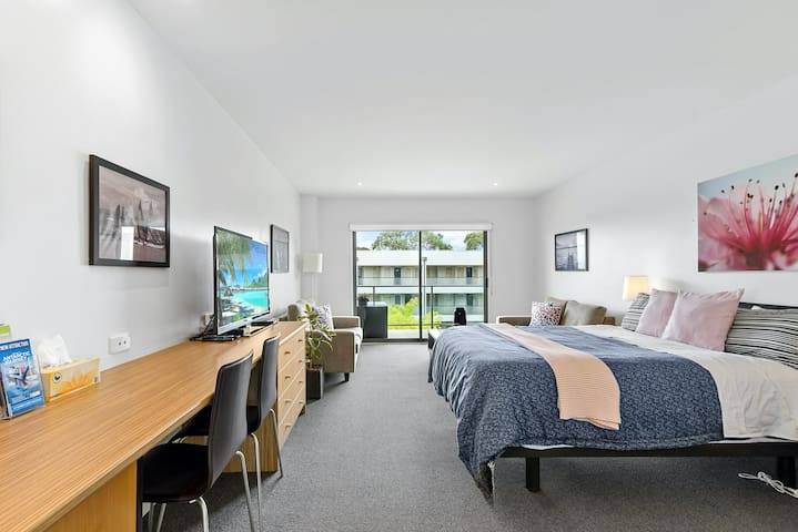 Huge bedroom overlooking the balcony and desk for business guests