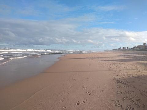Casa em Praia de Ipitanga. 8 km do aeroporto