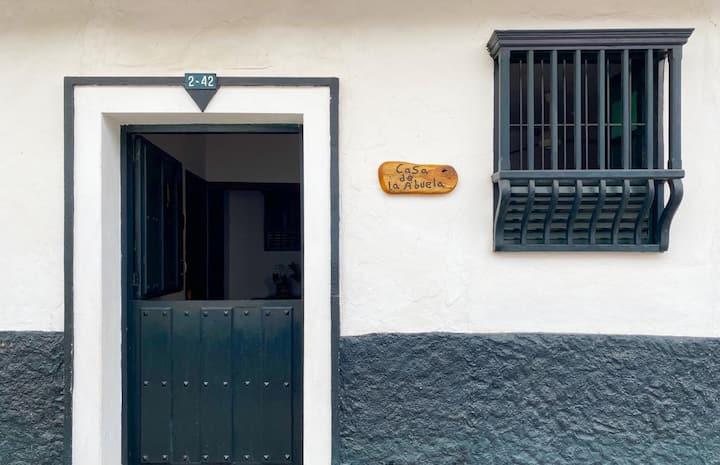 La casa de la abuela - Habitación con baño privado