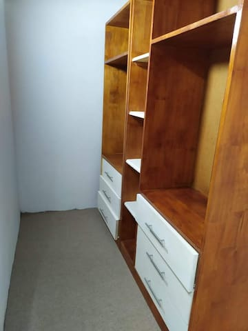 Vestidor privado (dormitorio 2)