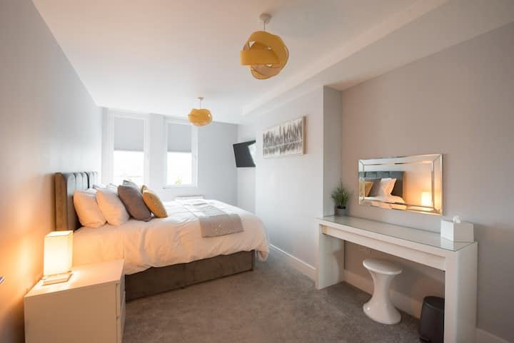 ⭐️Space Luxury Serviced Apartments ⭐️Brentwood