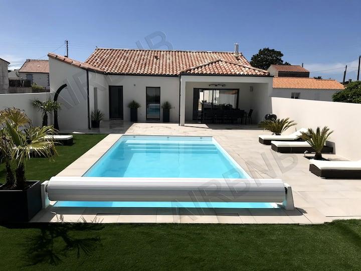 Villa avec piscine chauffée, 4mn centre, 7mn plage