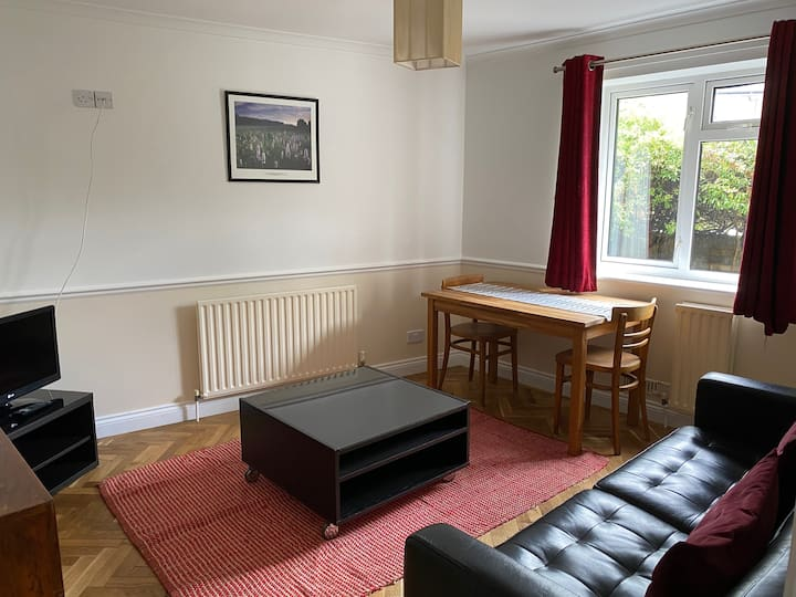 Central but quiet, comfy 1 bed flat