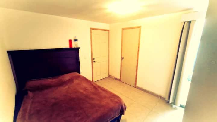 Cómoda habitación con baño en excelente ubicación