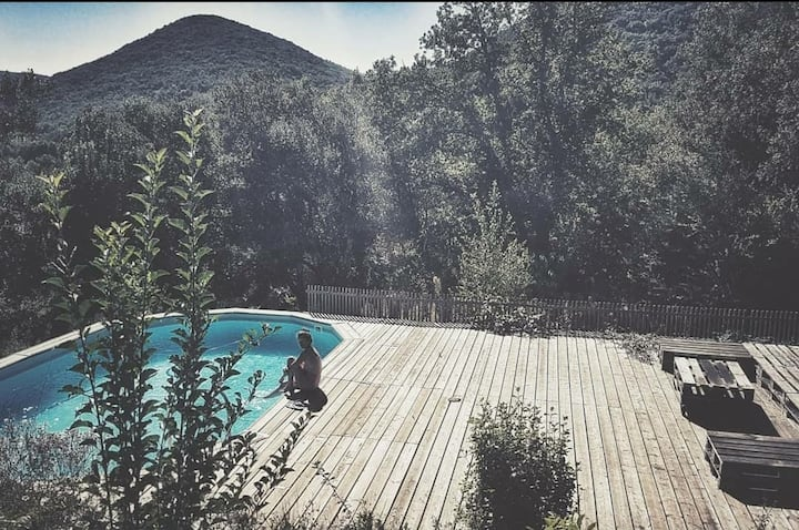Maison avec Piscine au bord de la Cèze