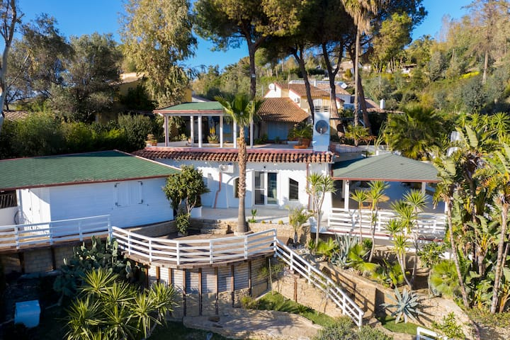 Charming Sea View Villa with Pool - Praialonga