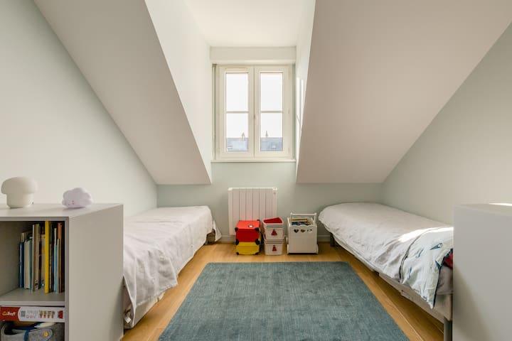 Chambre 2, 2 lits 70x180 cm, 1er étage