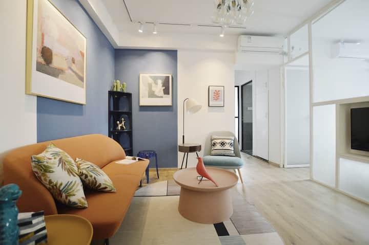 【蓝色】 清新精致设计2+1房,紧邻人民广场南京路,步行五分钟到地铁口