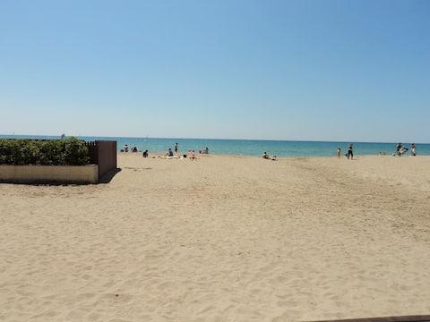 Beachfront. 6 pax.