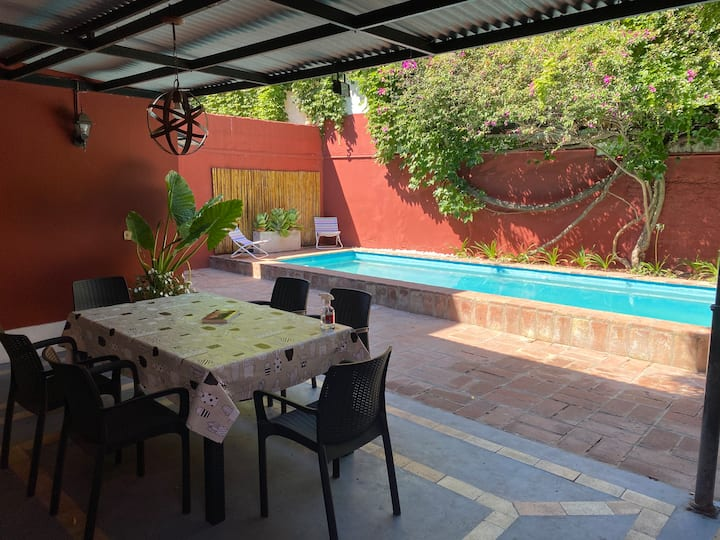House (w/pool and bbq) Near San Andres University