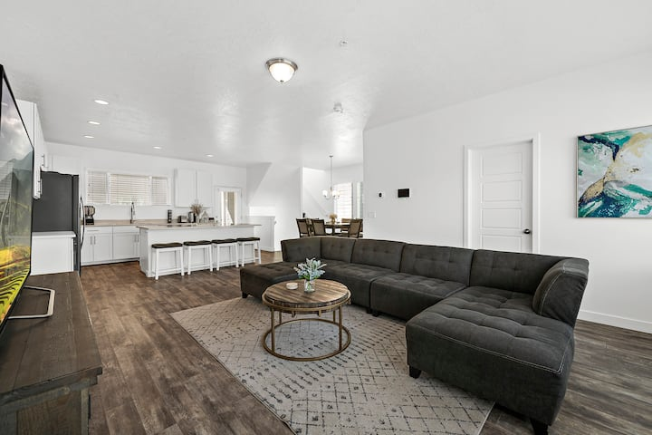 Bright, Cozy home, that is Centrally located.