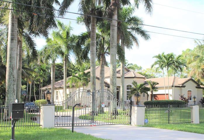 Royal Palms Villa, Pool/Spa, Privacy, 1.5 acre
