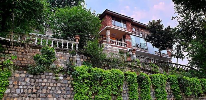 Majestic | Chateau de TATLI | Hilltop, Dehradun