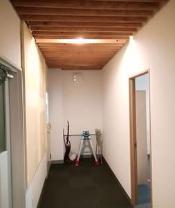 廊下は広いですよ。