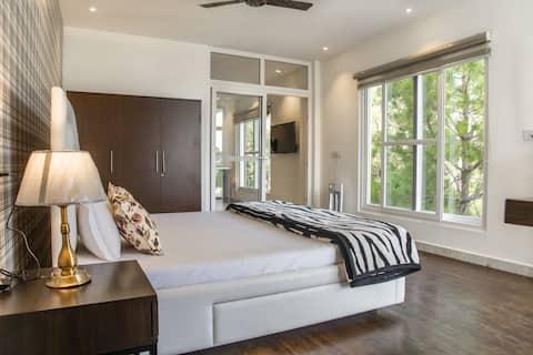 침실 1개 + 거실 + 발코니 + 화려한 전망