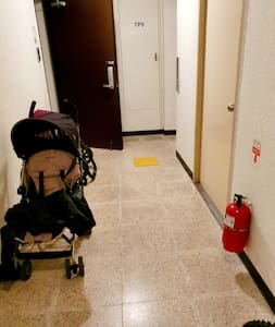 입구에 커다란 짐을 두어도 되요. 2세대 뿐이라. Since there are only two families, you can put your big luggings in front of door.