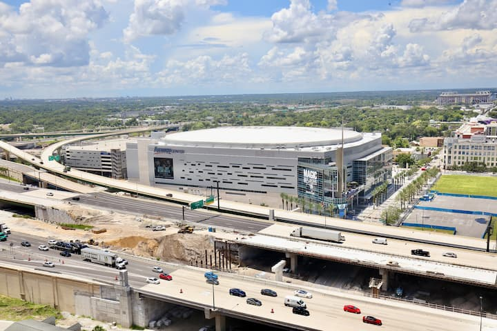 Luxury Skyrise | Breathtaking Down Town 2Bd/2Bth
