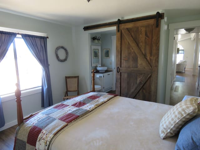 Second bedroom with adjoining bathroom. Full-sized bed.