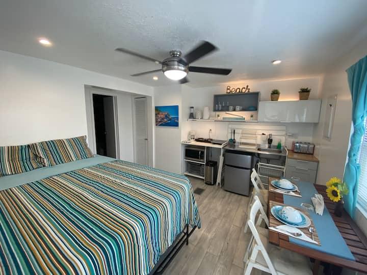 LAKE HOUSE: #2 BEACH VIBES APT. MANUFACTURED HOME