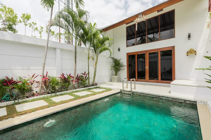 1 bdr BRAND NEW Villa SEMINYAK  300m  to the beach