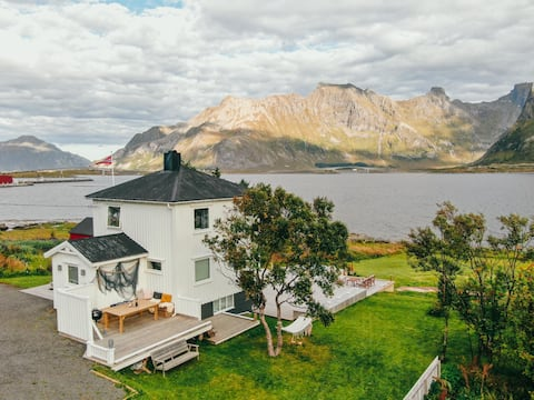 Private Cozy House by the Fjord