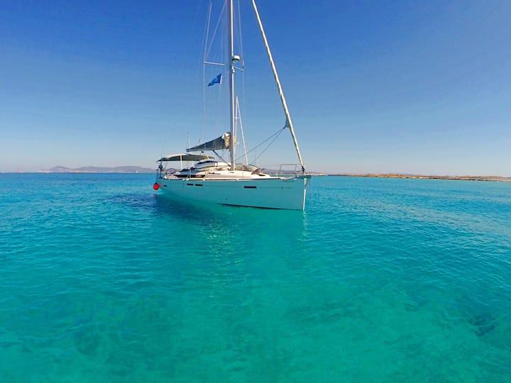 Vacaciones familiares velero 13m. con patrón prof
