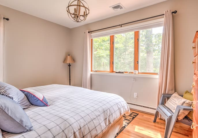 [upper level] master bedroom with waterview - king bed