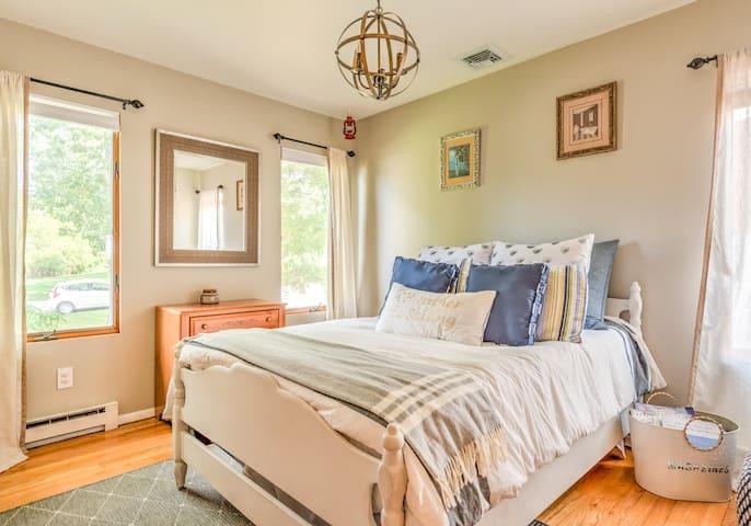 [upper level] second bedroom - full bed, dresser, and closet